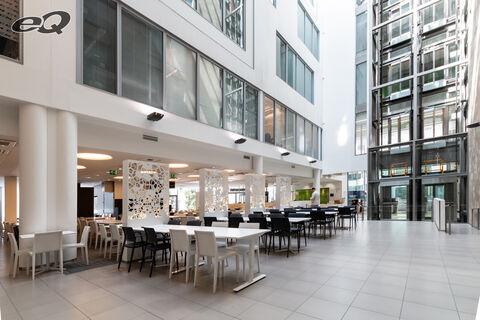Toimitilat Espoo   Alberga Business Park C-talo   atrium ja ravintola